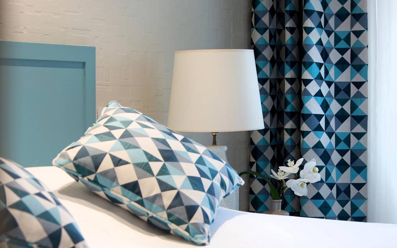 Comfortable blue room Solesmes hotel Sablé-sur-sarthe