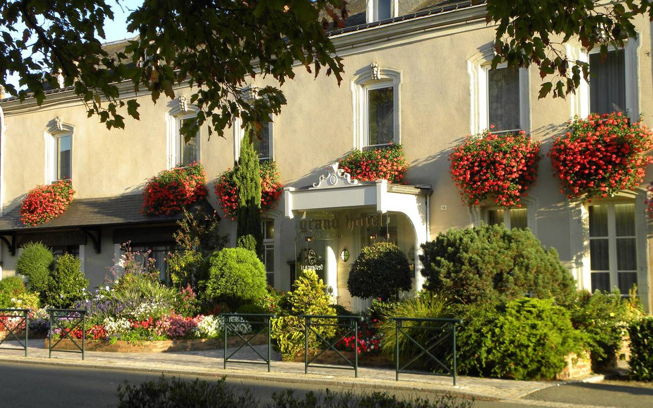 Flowery facade in the sun restaurant pays de la loire