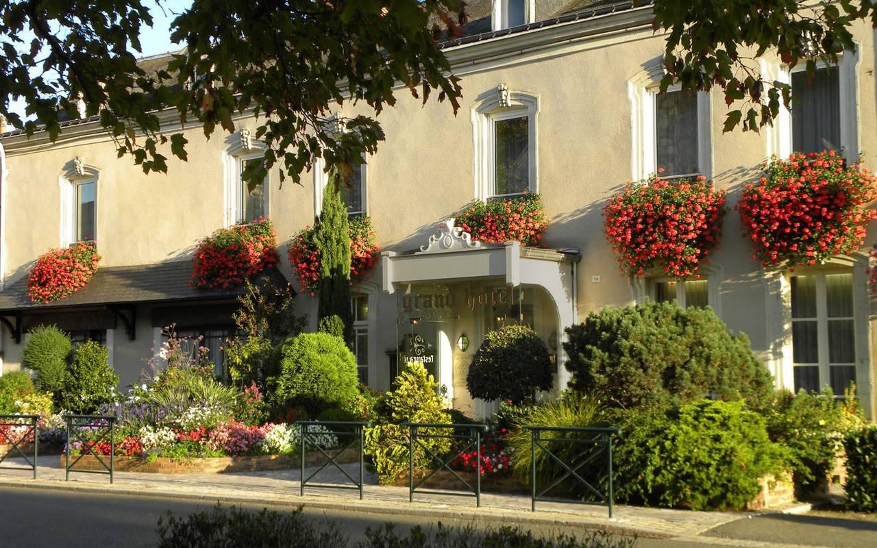 Sunny front of Grand Hôtel de Solesmes