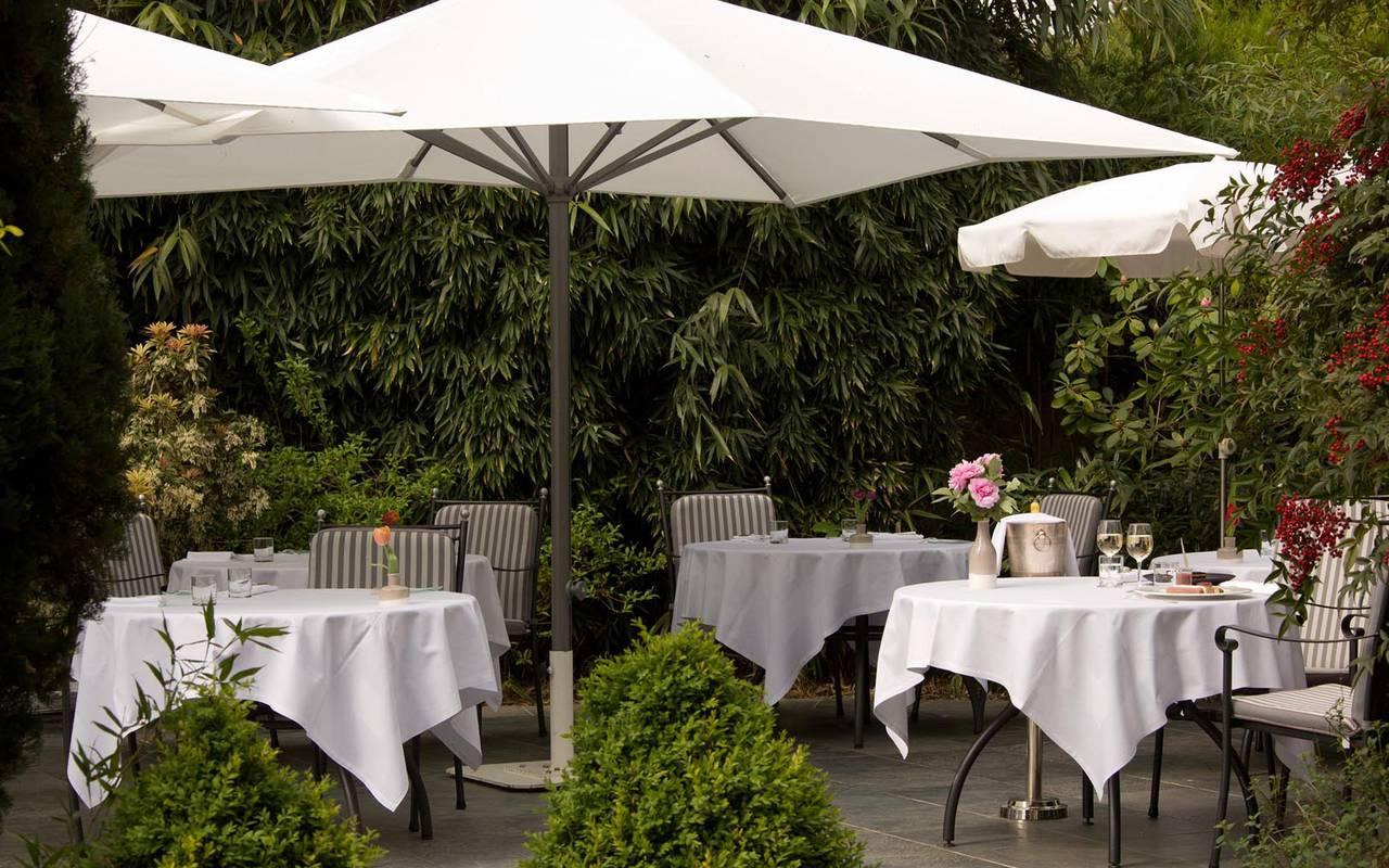 Garden terrace of Hôtel Pays de la Loire
