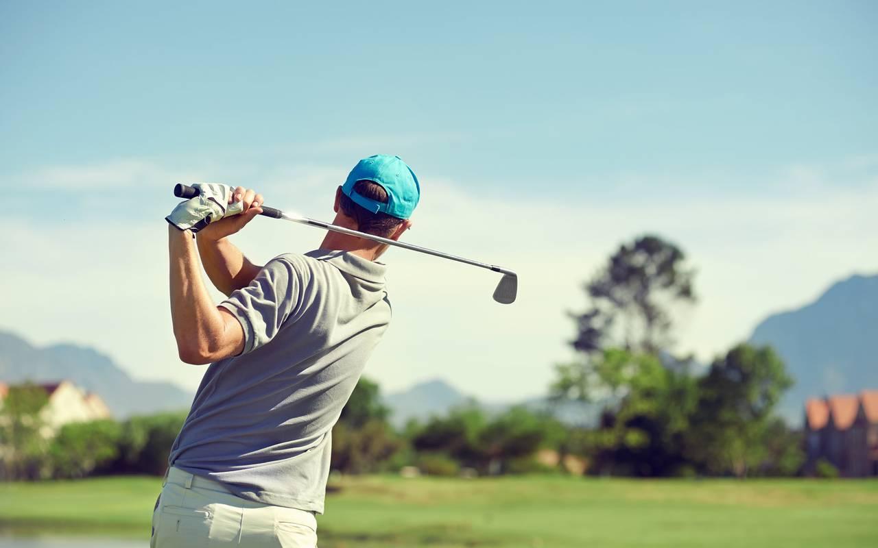 Joueur de golf solesmes hôtel