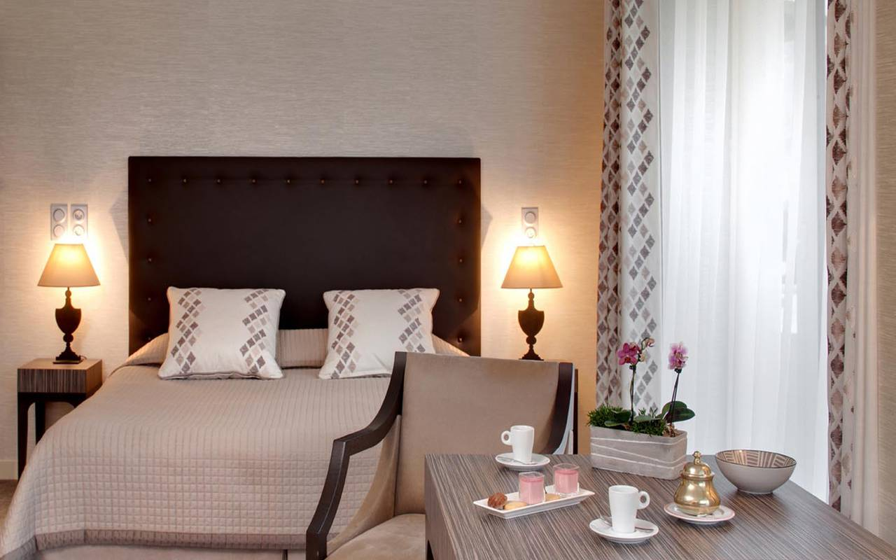 Jolie chambre hôtel Solesmes proche de l'abbaye Saint-Pierre